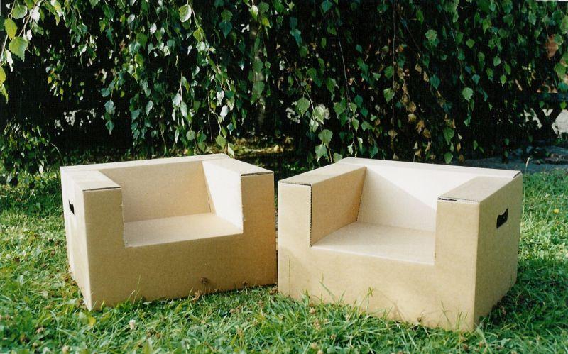 Sillas hechas de cartón