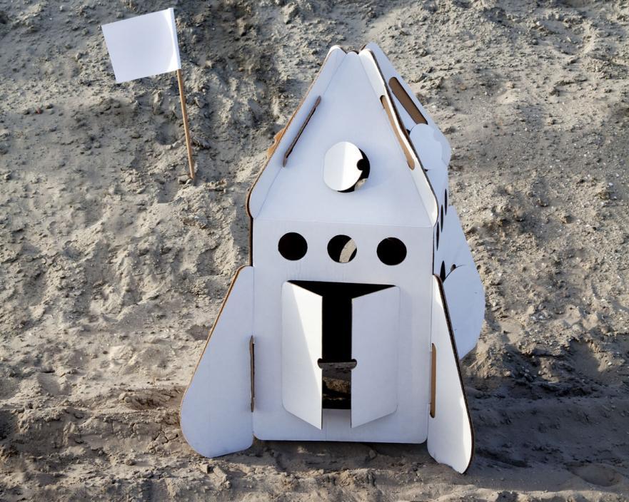 Cohete, juguetes hechos de cartón