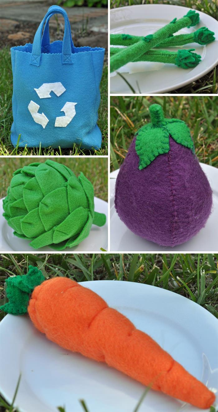 Comida de flietro. Bolsa eco y hortalizas, de the felted pear (bolsa ecológica azul, espárragos, berenjena, alcachofa, zanahoria)