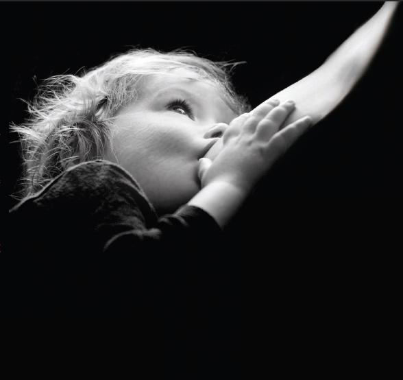 Lactancia materna, fotografía en blanco y negro