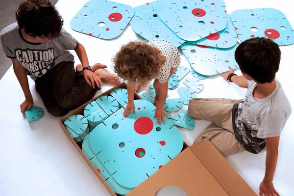 Habitadule, juguete de construcciones hecho de cartón