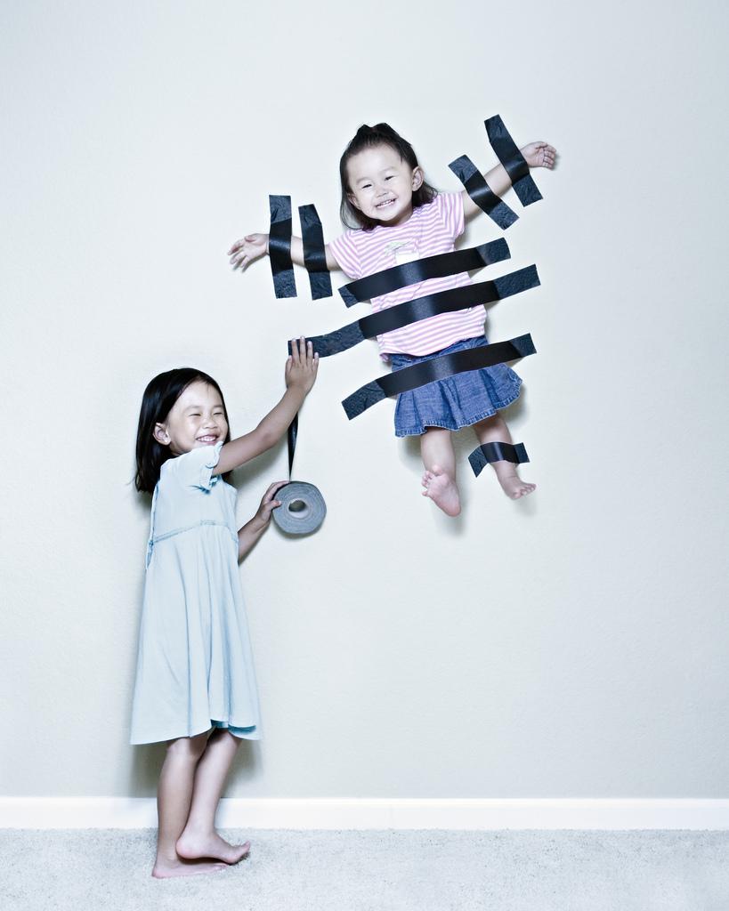 Las divertidas fotografías de Jason Lee, 101 uses for gaffers tape