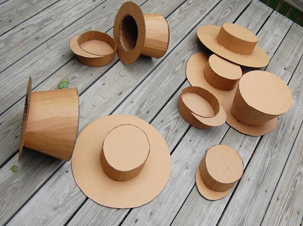 Sombreros de juguete hechos con cartón