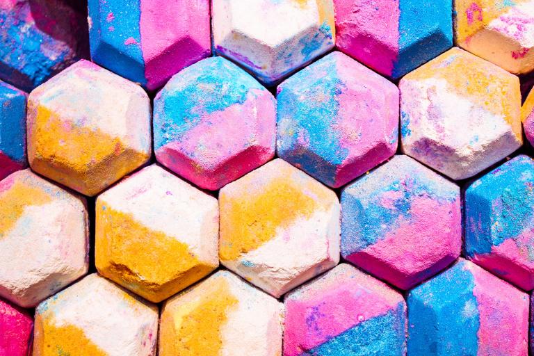 Pintar el suelo con tizas de colores